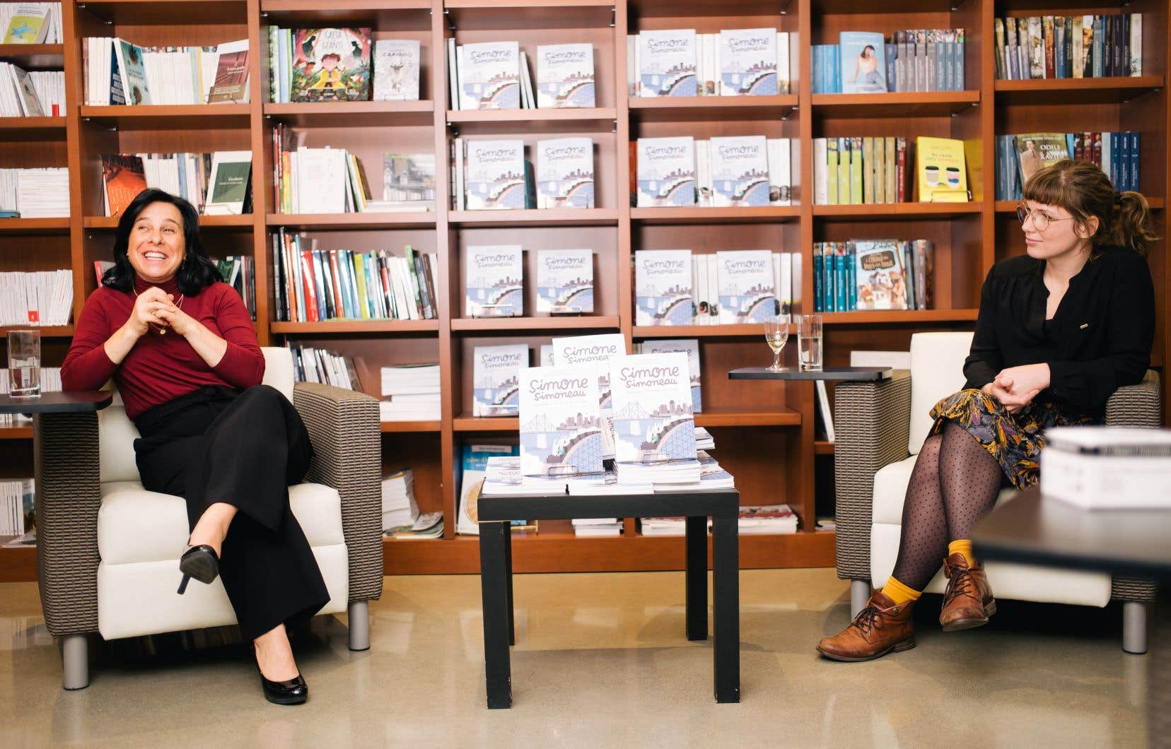 La mairesse de Montréal, Valérie Plante, et l'illustratrice Delphie Côté-Lacroix lors du lancement de la bédé «Simone Simoneau», le 20 novembre dernier