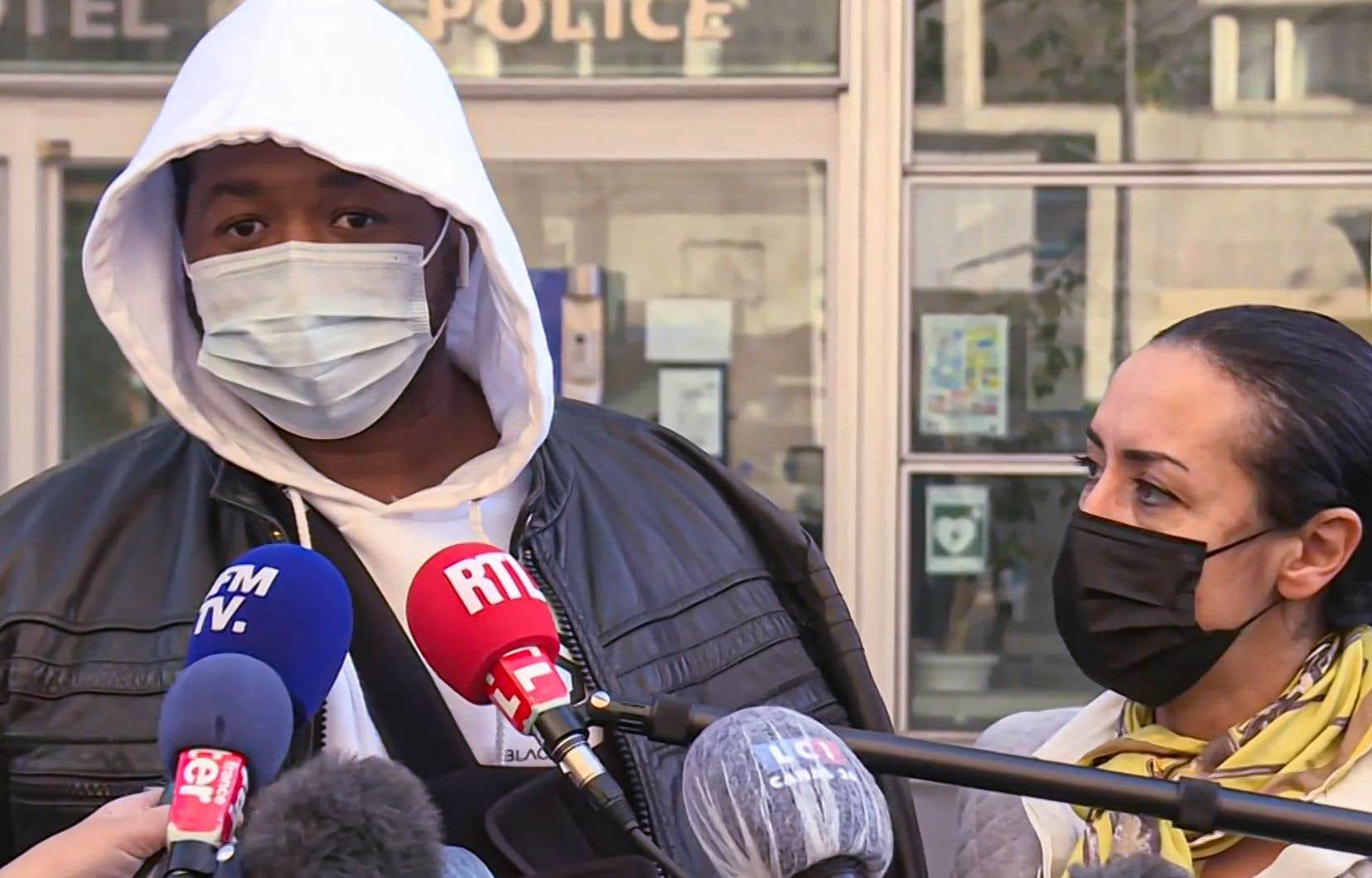 «Des gens qui doivent me protéger m'agressent […], je n'ai rien fait pour mériter ça», a déclaré Michel Zecler devant la presse. «Je veux juste que ces trois personnes soient punies par la loi.»