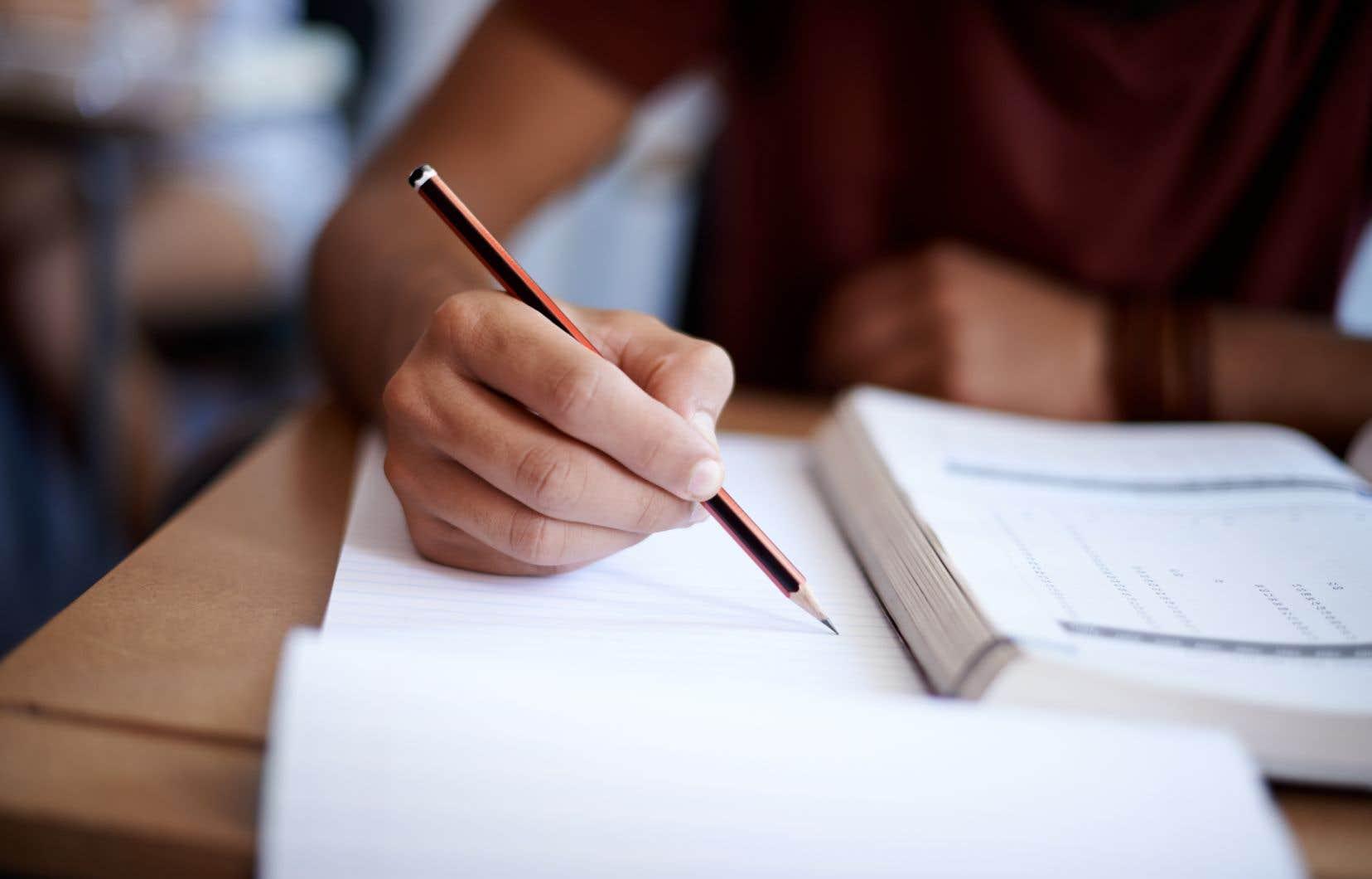 «Si on demande aux profs de devancer les évaluations, il faut densifier la prestation des cours, éliminer des contenus, […] préparer en catastrophe des étudiants», a déploré la présidente de la Fédération des enseignantes et des enseignants de cégep.