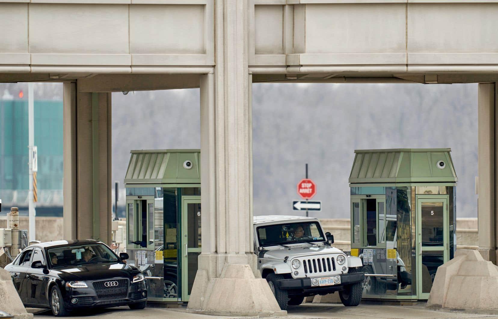 Le poste douanier de Niagara Falls, en Ontario, le 18 mars 2020. La fermeture de la plus longue frontière terrestre du monde est prolongée depuis cette date.