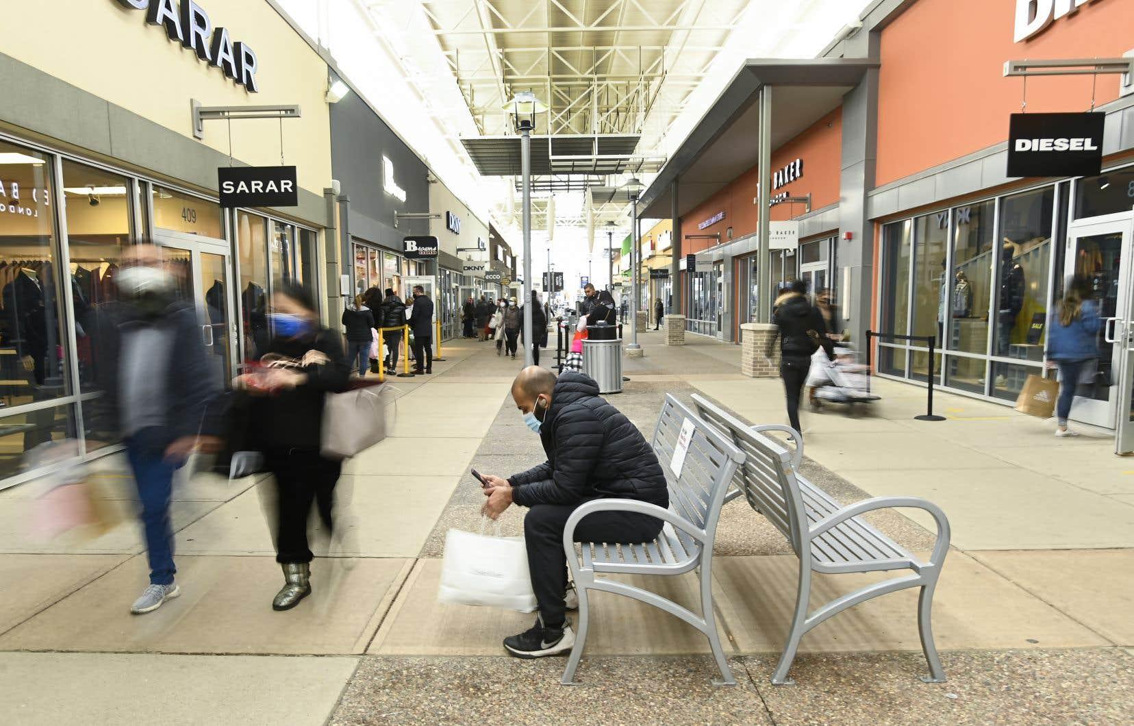 Pami les 1746 nouveaux cas signalés lundi en Ontario, 622 on été recensés à Toronto.