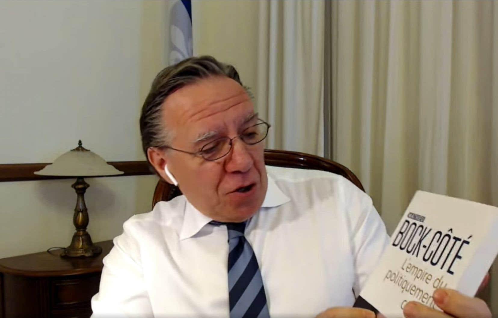 La controverse découle de la participation, mercredi dernier, du premier ministre Legault à un épisode de «Lire en chœur», un événement Facebook Live que l'ALQ organise cinq fois par semaine depuis le début de la pandémie.