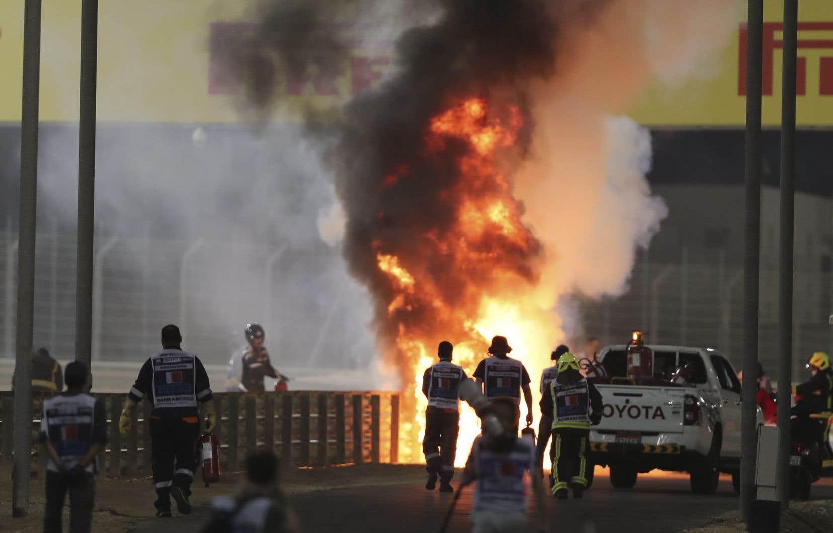Grosjean a été hospitalisé en raison de brûlures au dos des deux mains après que sa voiture eut explosé à la suite d'une collision avec un muret au Grand Prix du Bahreïn, dimanche.