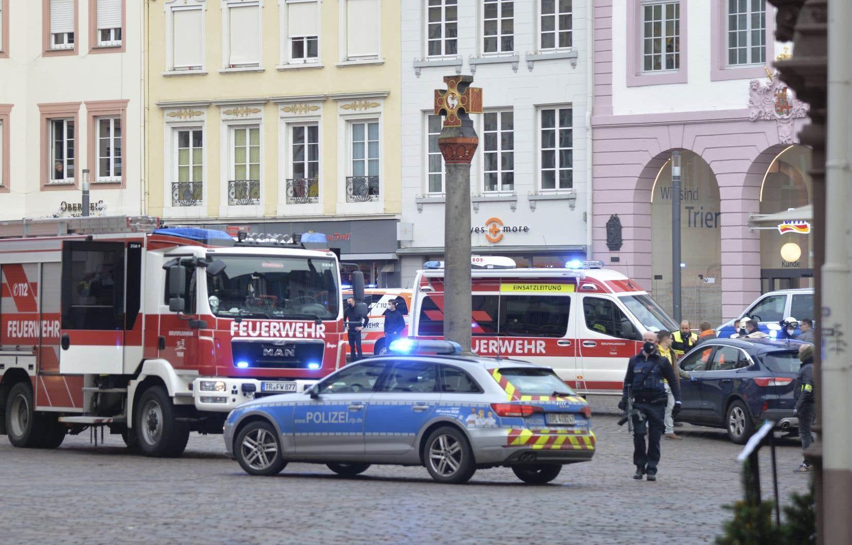 La police et la municipalité de Trèves ont demandé à la population d'éviter cette zone piétonne du centre de la ville où un important dispositif de sécurité a été déployé.