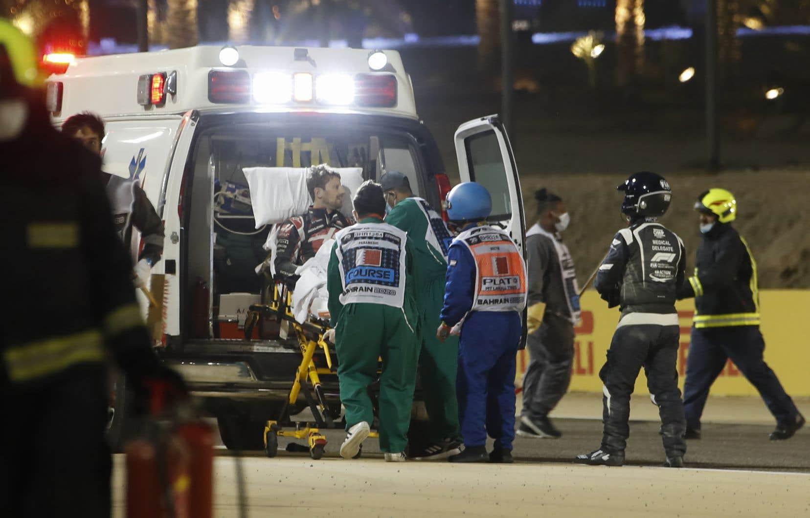 Grosjean a été hospitalisé après avoir été brûlé au dos des deux mains lorsque sa voiture a explosé dans une une collision avec un muret au Grand Prix du Bahreïn.