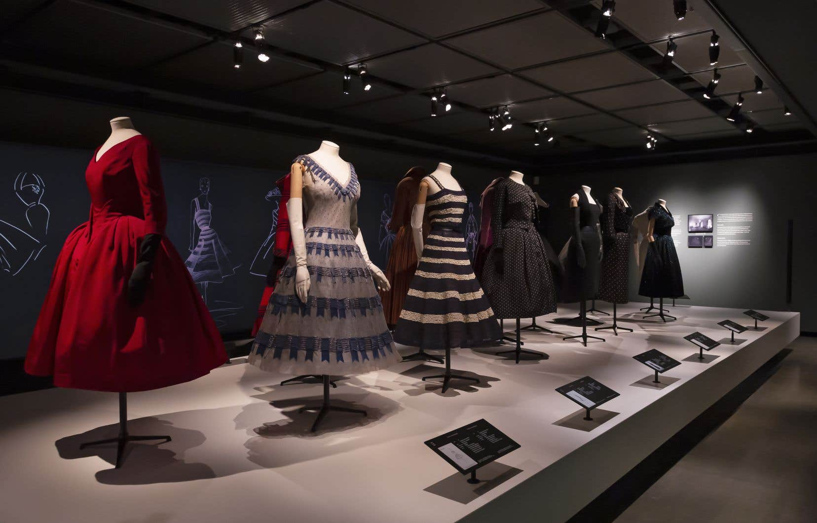L'exposition «Christian Dior»présente 51 créations spectaculaires du couturier réalisées dans les années 1950.