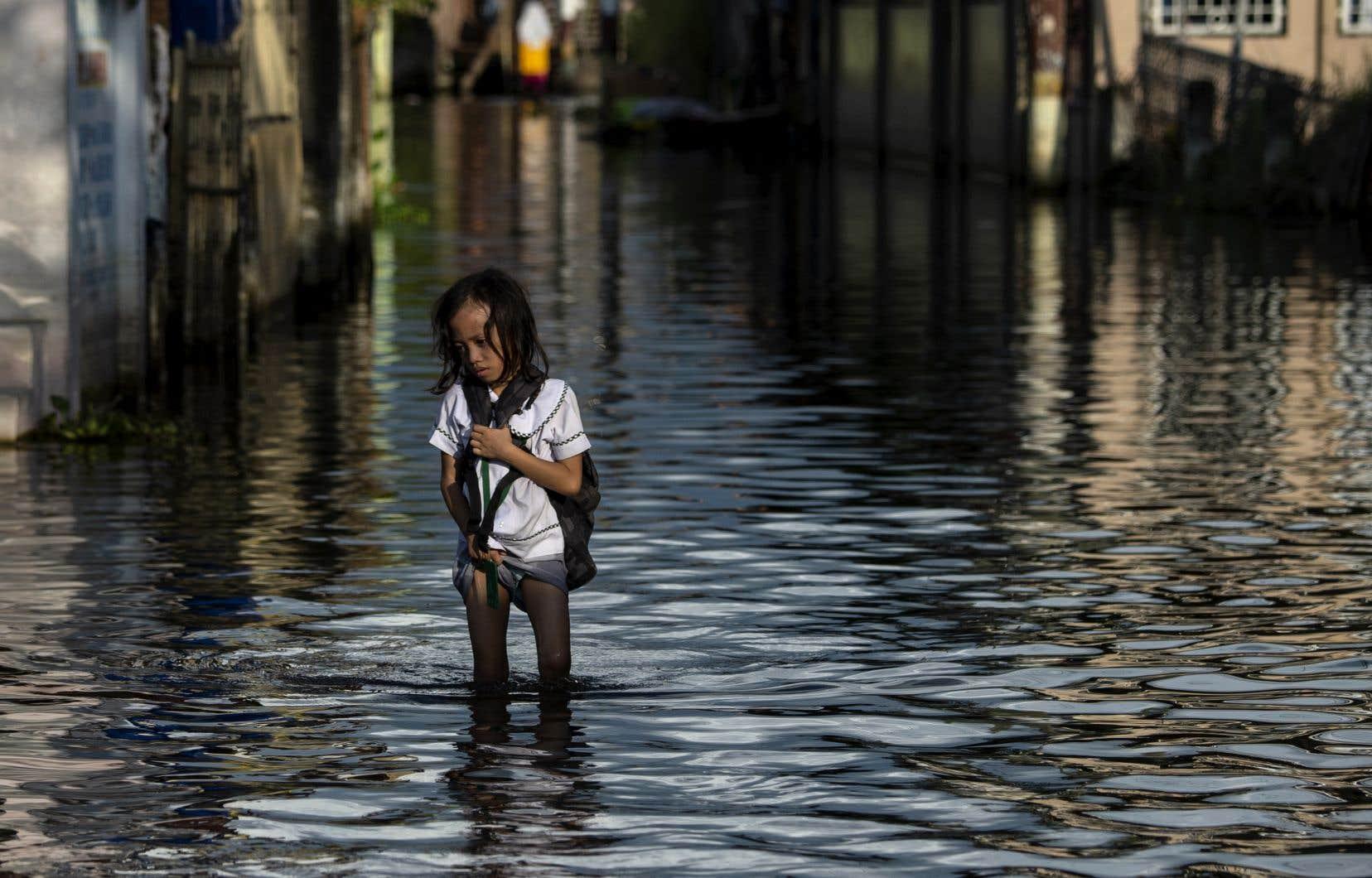 <p>Le nombre des catastrophes climatiques et météorologiques, comme les inondations, augmente depuis les années1960, et a progressé de près de 35% depuis les années1990.</p>