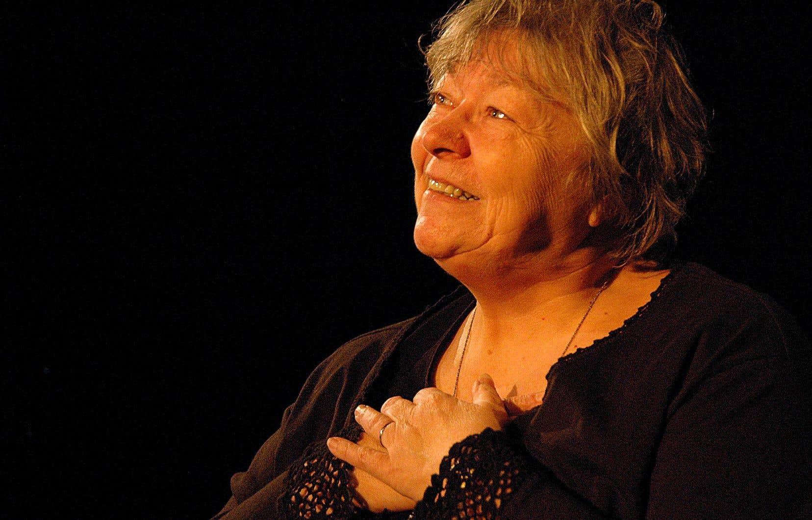 La comédienne France Arbour sur la scène du théâtre La Licorne lors de la représentation de la pièce «Je vous souhaite de passer une agréable soirée», en 2008