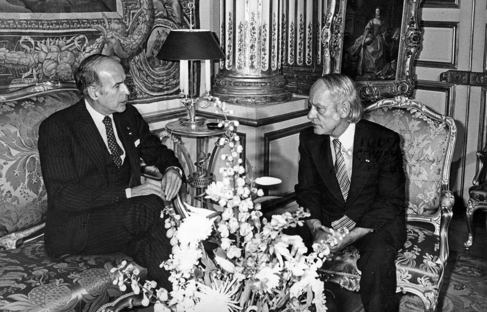 Premier ministre, René Lévesque visite la France en novembre 1977 lors d'une visite officielle, la première dans le cadre de ses nouvelles fonctions.