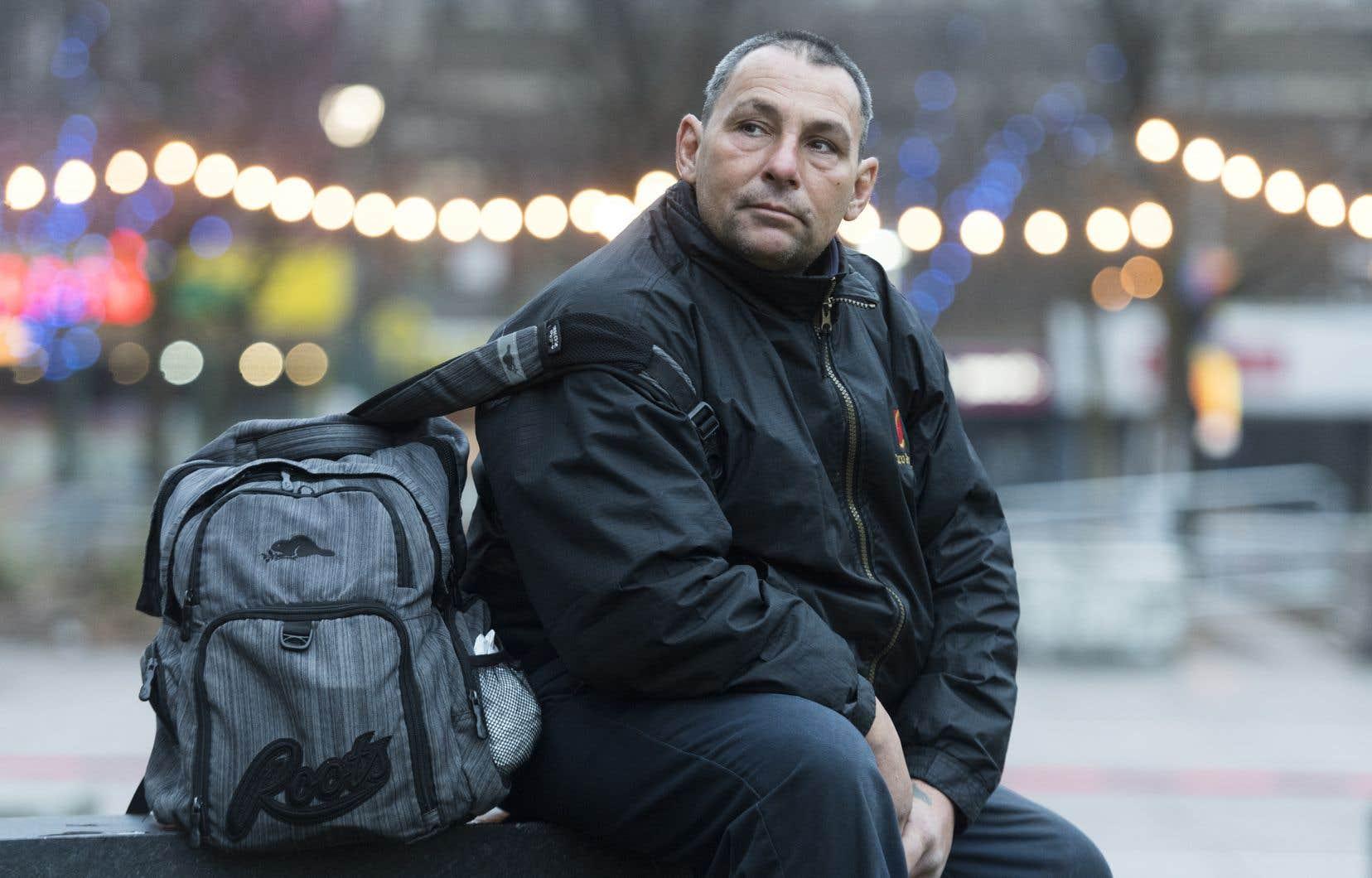 La semaine dernière, Sylvain Di Lallo séjournait à l'hôtel depuis plusieurs jours avec sa petite amie. Avant cela, il avait passé près de trois mois au campement.