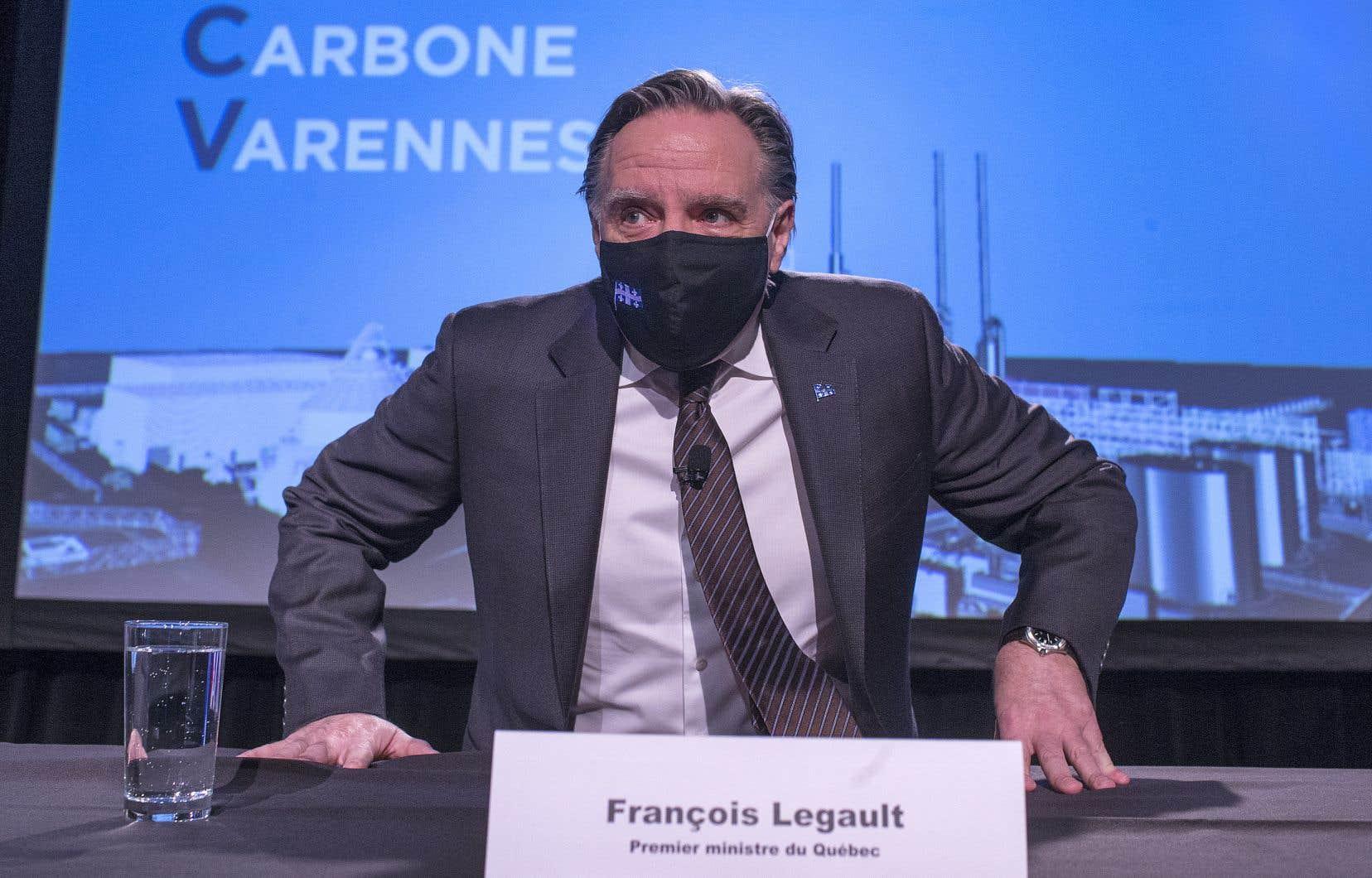 De nombreux élus, dont le premier ministre François Legault, étaient présents lors de l'annonce.