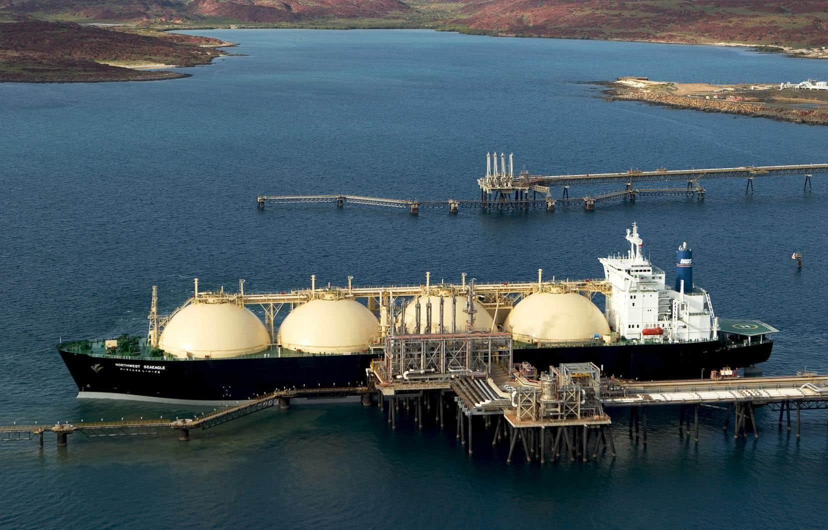 Le projet GNL Québec consiste en la construction d'un gazoduc jusqu'à une usine de liquéfaction à Saguenay, d'où le gaz naturel liquéfié serait acheminé à l'étranger par bateau.