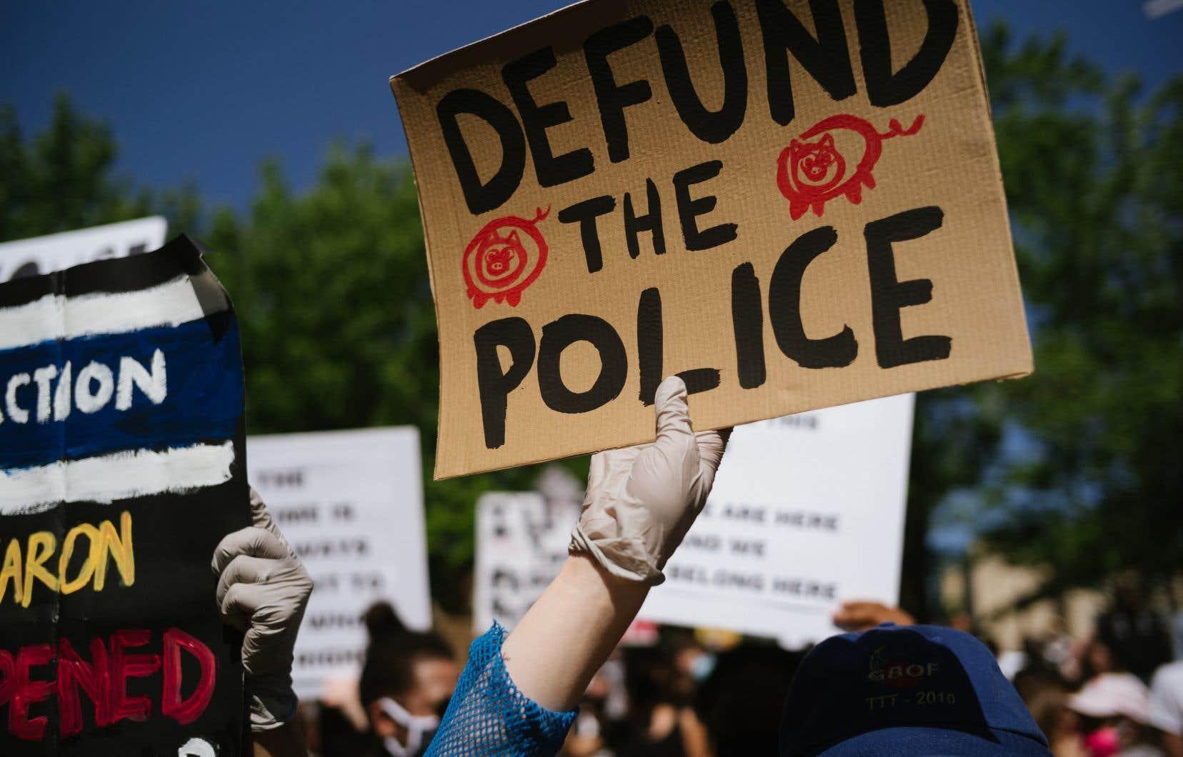 La police coûte en moyenne 317$ à chaque citoyen, une facture qui est demeurée à peu près stable depuis le sommet de 320$ atteint en 2009-2010.