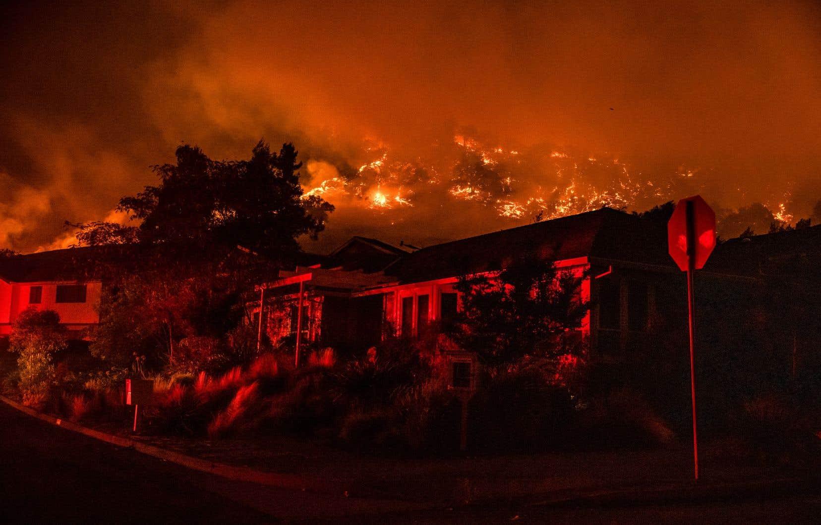 Les cinq années depuis la signature de l'accord de Paris ont été les plus chaudes jamais enregistrées et «les feux, tempêtes et sécheresses poursuivent leurs ravages alors que les glaces fondent à un rythme sans précédent», souligne la patronne du PNUE, Inger Andersen. Sur la photo, le «Shady Fire», en Californie, fin septembre 2020.