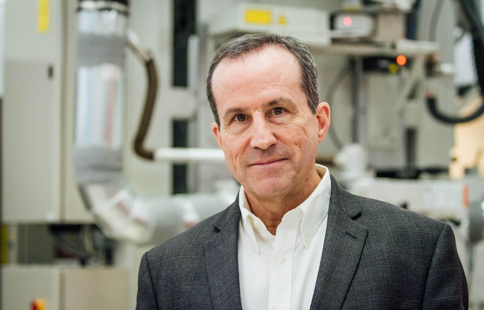 Dans les dernières années, Réal Vallée a beaucoup travaillé au développement de lasers à fibre émettant dans l'infrarouge moyen.