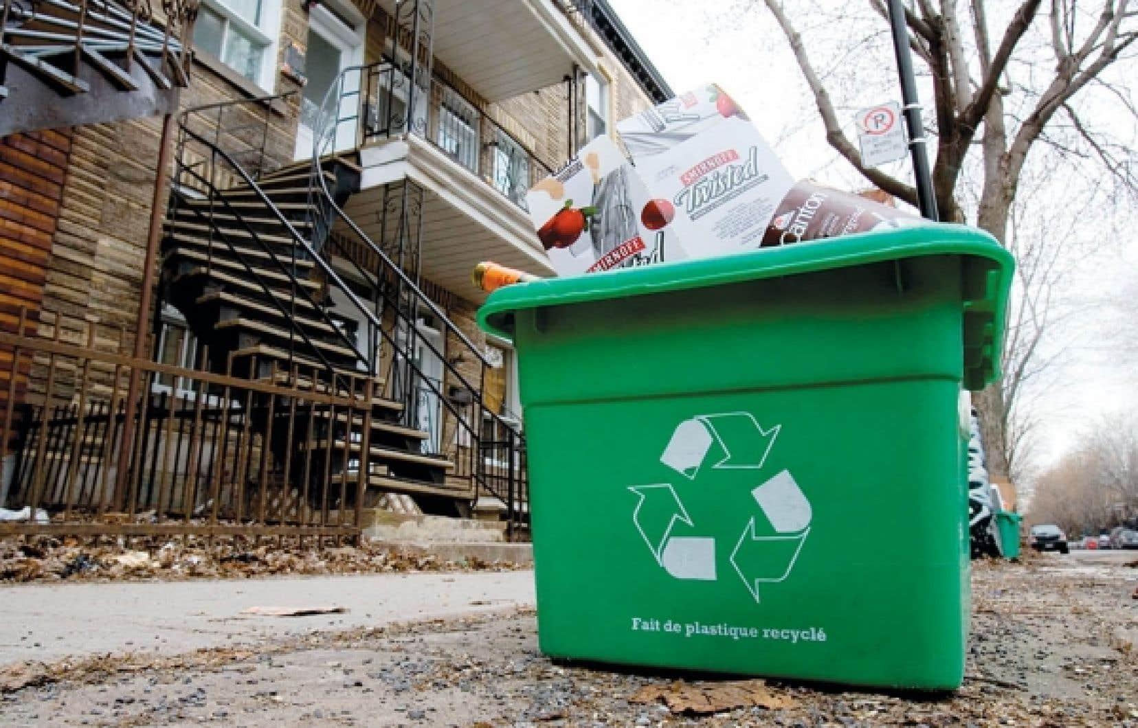Le Québec produit annuellement 1600 kilos de matières résiduelles par habitant. De cette quantité, un peu moins de la moitié est récupérée, recyclée et réutilisée.<br />