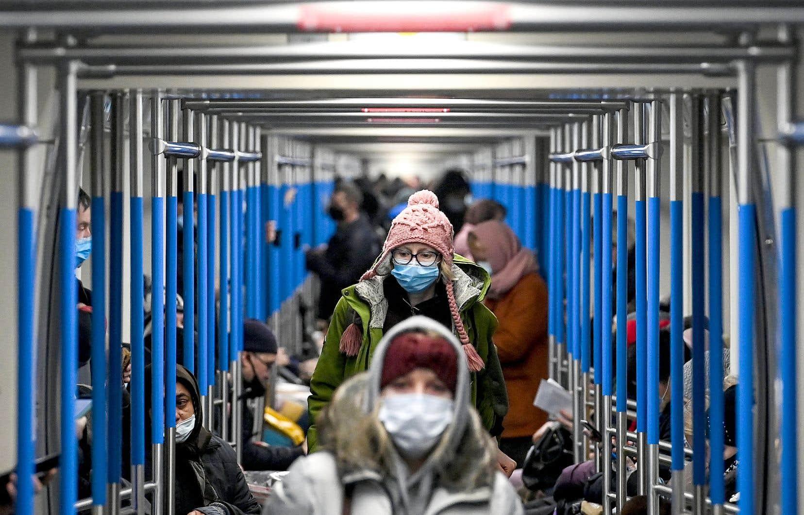 L'Europe est la zone ayant enregistré le plus de nouvelles contaminations cette semaine avec 236 700 nouveaux cas en moyenne par jour.