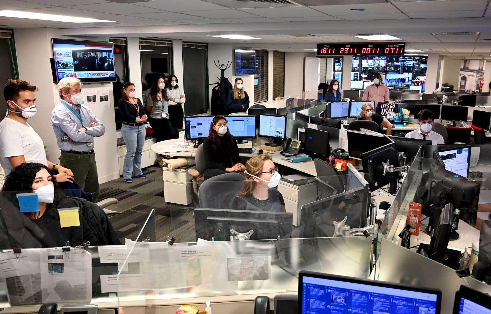 Les journalistes de l'Agence France-Presse, rivés devant les écrans de leurs bureaux de Washington, pendant la soirée électorale du 3 novembre dernier