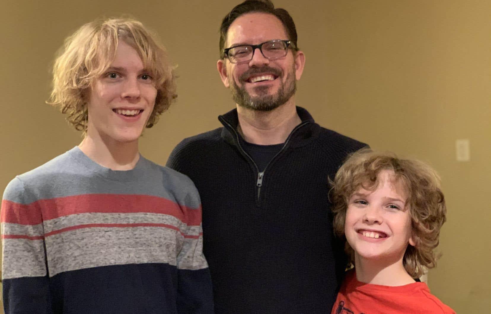 Mark Hanlon, photographié avec ses enfants de 11 et 14 ans, affirme que les récentes options de traitement de l'hypoglycémie lui ont apporté la tranquillité d'esprit.