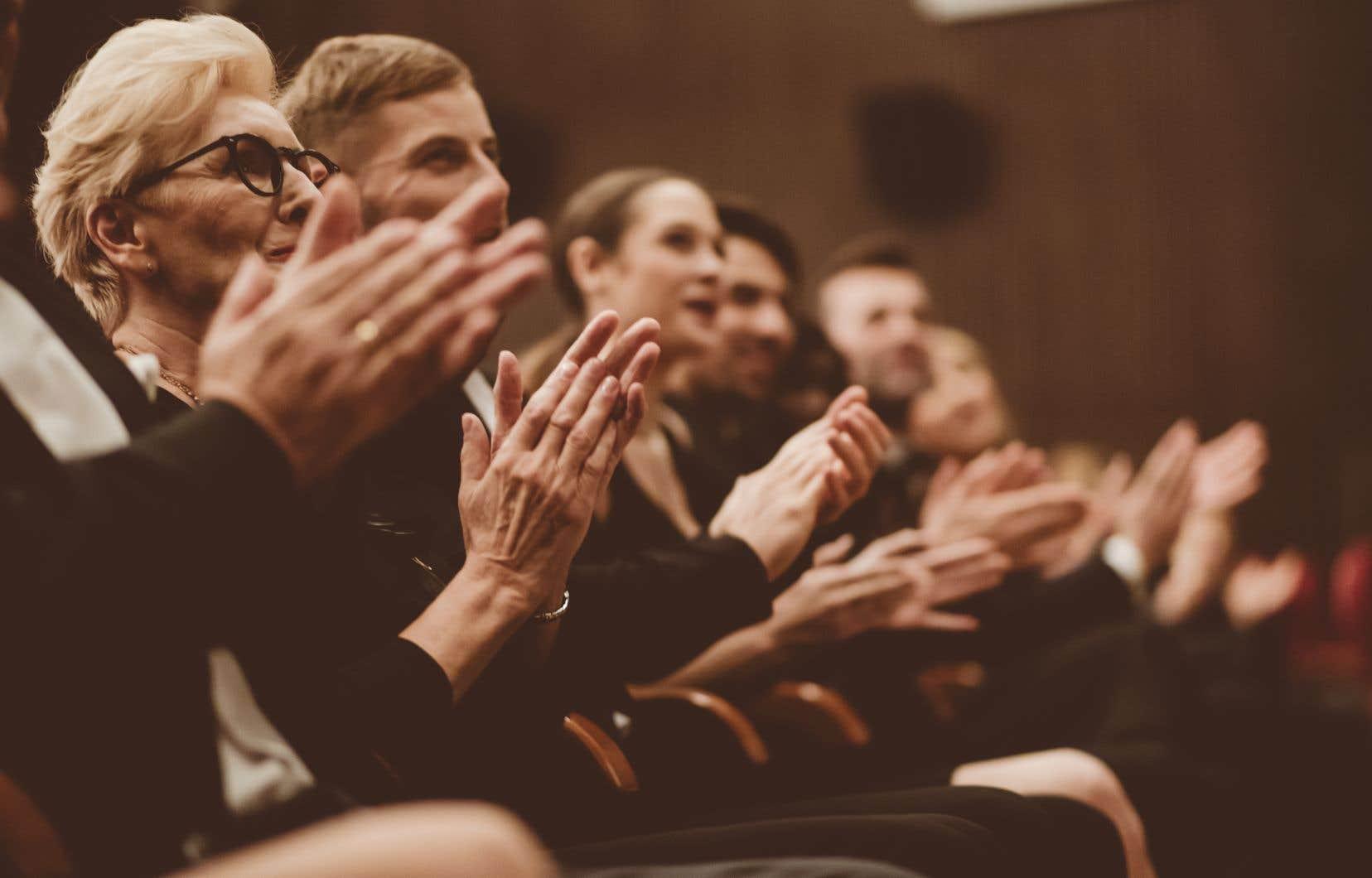 Pour Olivier Kemeid, auteur, metteur en scène et directeur artistique du Théâtre de Quat'Sous, le théâtre fait partie de la vie démocratique, car «la salle de spectacle est une agora où des êtres humains viennent voir d'autres êtres humains qui réfléchissent et débattent».