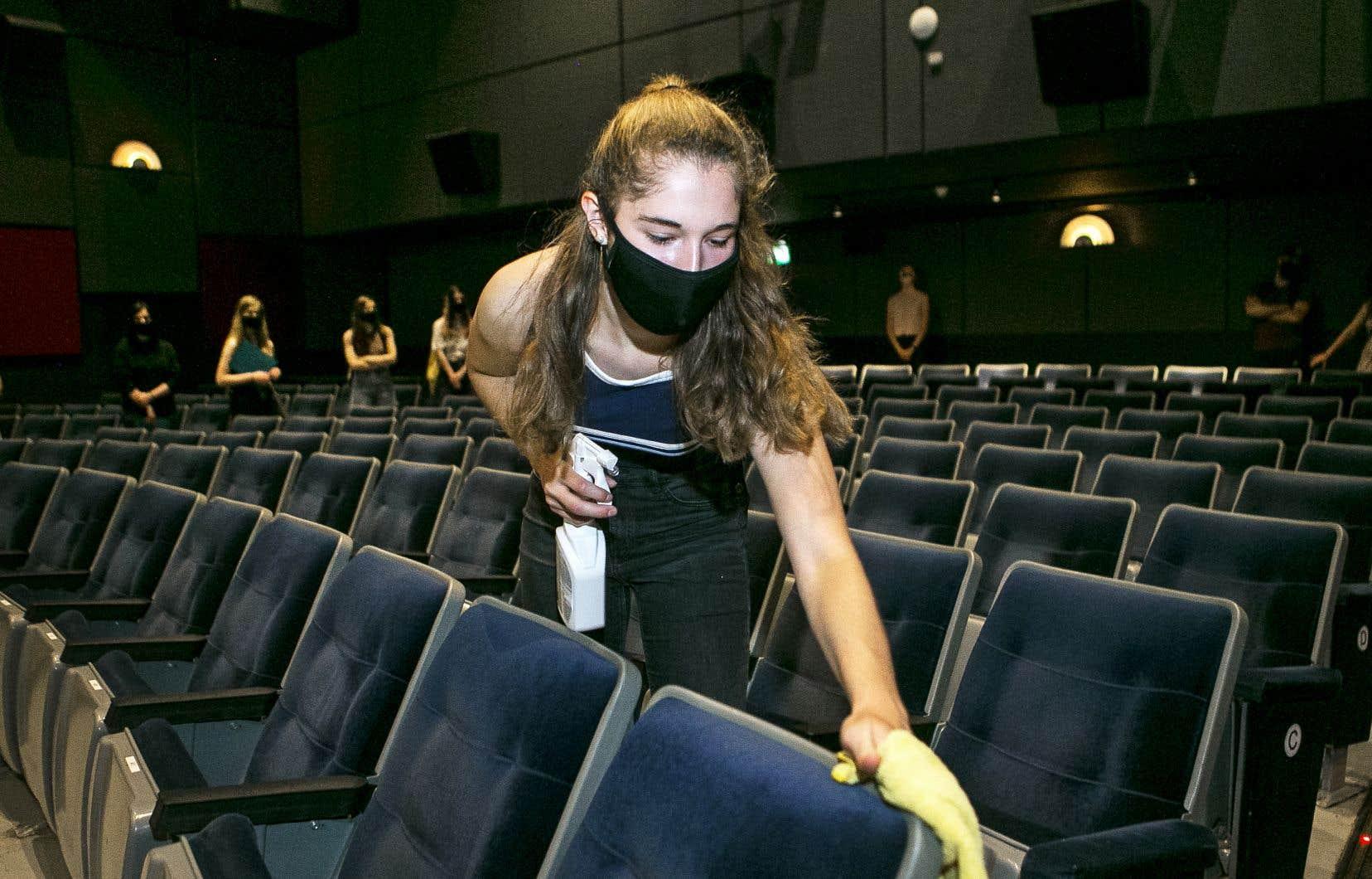 Québec versera 4,6 millions de dollars aux salles de cinéma pour les aider à traverser la crise actuelle.