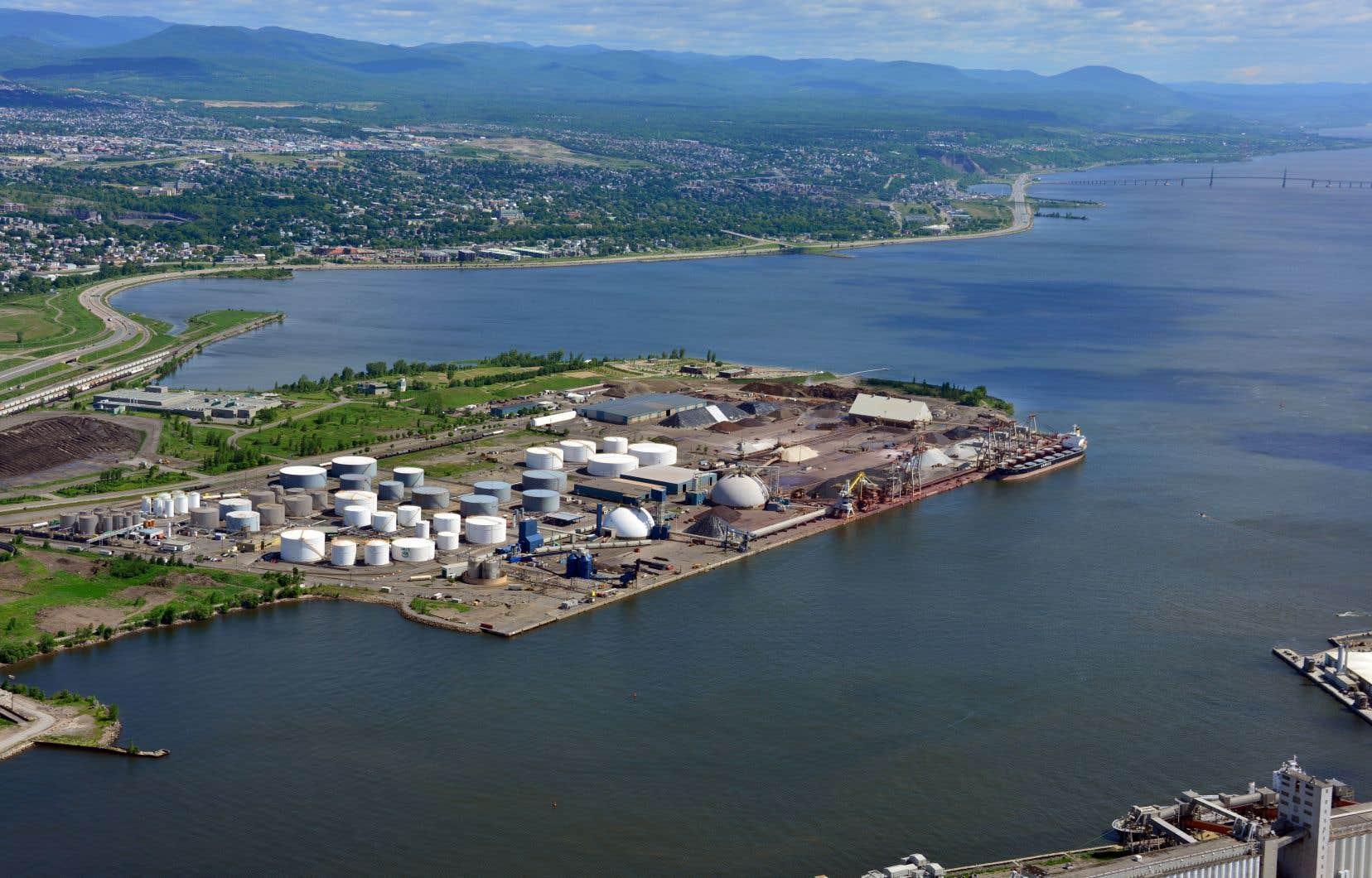 Même si le projet Laurentia table sur le transport de conteneurs, il n'est pas question pour le Port de Québec de réduire le transport de minerais à court terme.