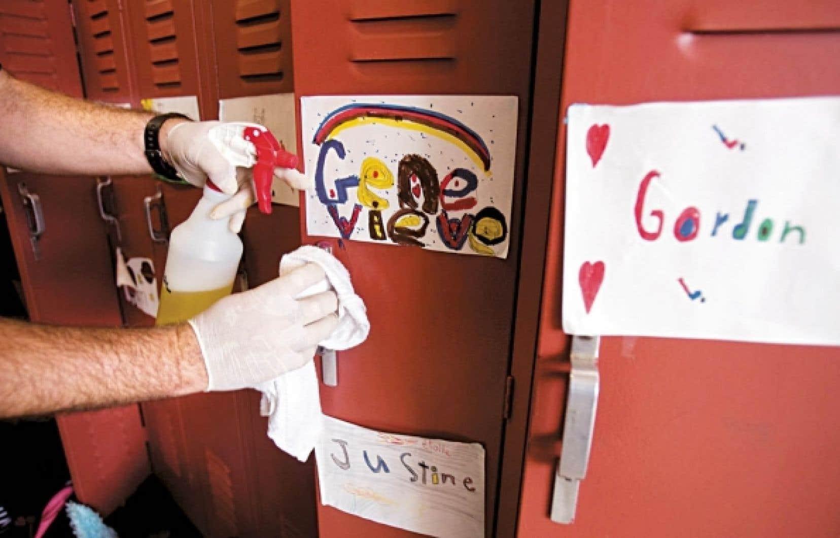 La menace de la grippe A(H1N1) a rappelé aux Canadiens l'importance de se laver souvent les mains et de désinfecter les espaces communs. Toutefois, cette grippe, à l'origine de plusieurs débordements l'an dernier, ne s'est pas révélée plus mortelle ni plus contagieuse que sa cousine saisonnière.