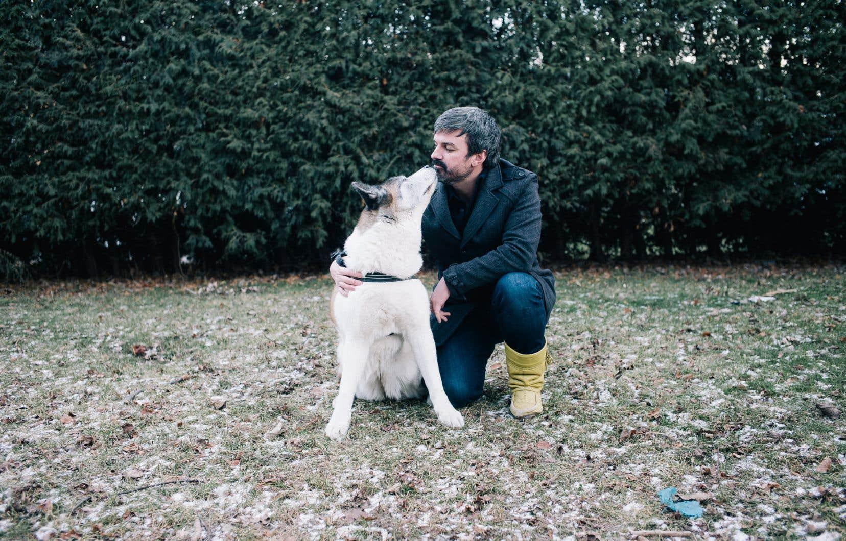 Damien a fait mouche avec sa reprise de «Pump Up the Jam», où son chien Suki fait irruption depuis l'arrière du décor. La vidéo a été visionnée, partagée et repartagée plus de 4,5 millions de fois.