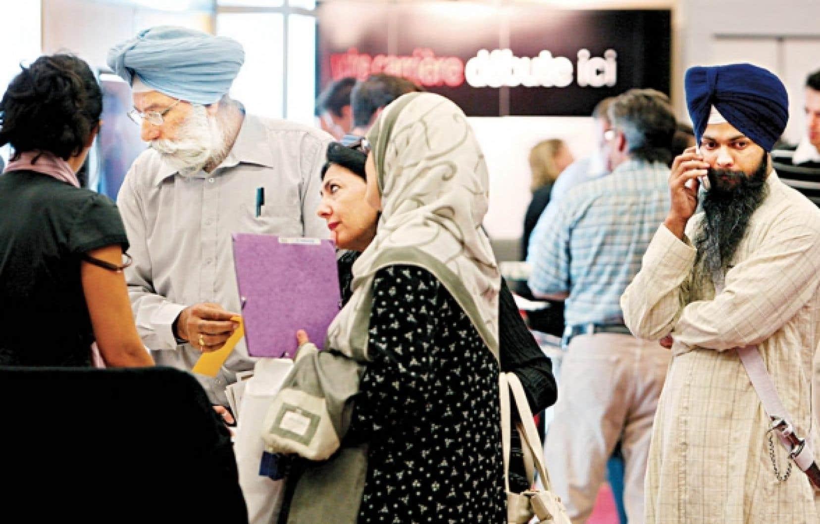 Au Québec, le taux d'activité des immigrants est plus bas que celui des natifs et le taux de chômage, plus élevé.<br />