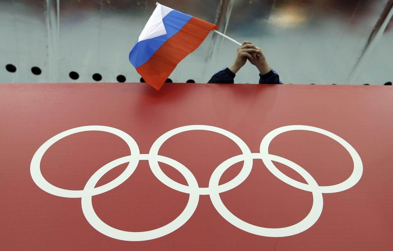 Les équipes russes ne pourront participer aux Jeux olympiques de Tokyo l'été prochain et à ceux de Pékin à l'hiver 2022 sous leur nom habituel, mais le nom de Russie apparaîtra sur leurs uniformes aux couleurs du drapeau du pays.