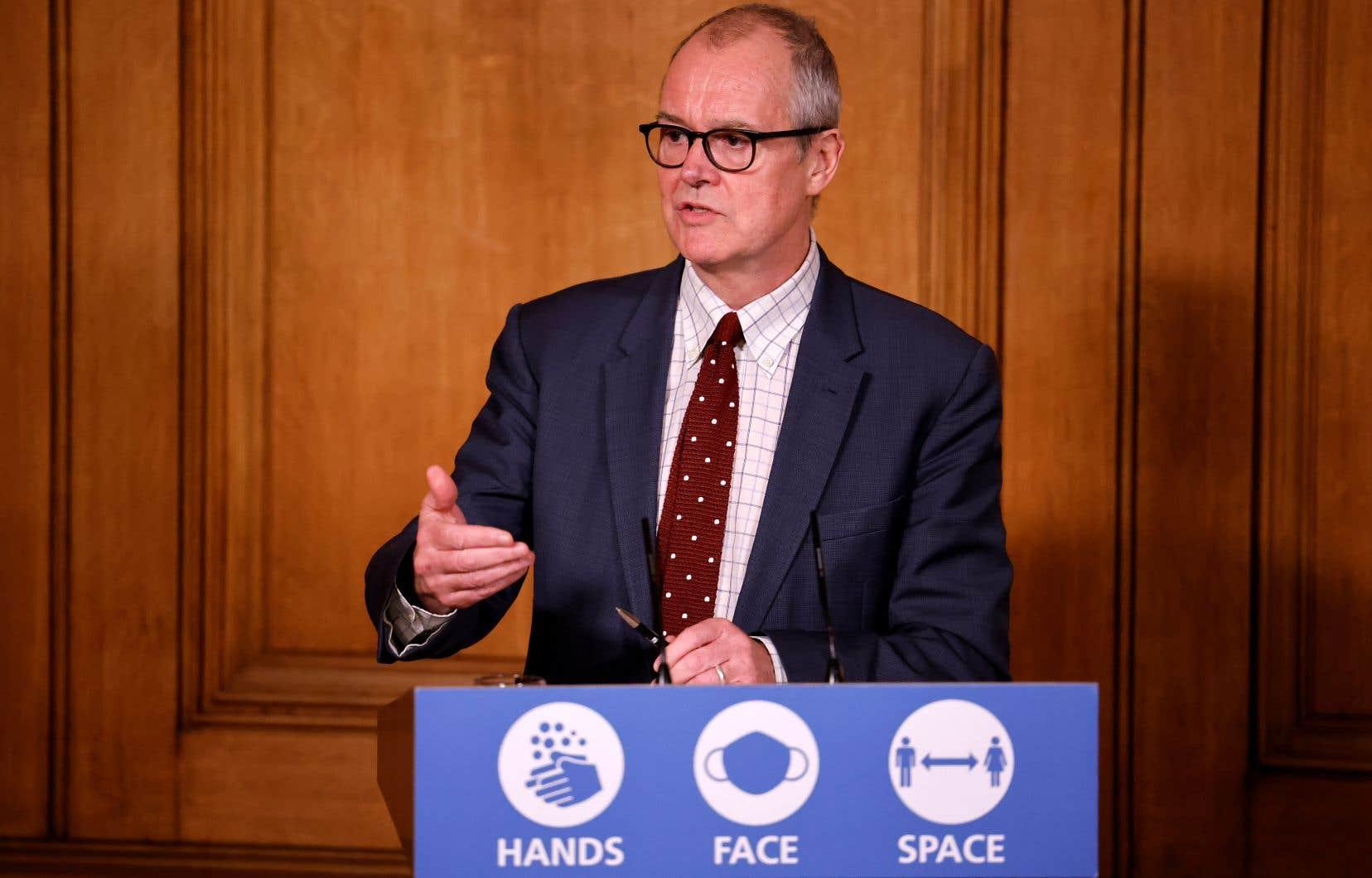 Selon le scientifique en chef du Royaume-Uni, Patrick Vallance, la nouvelle lignée du SRAS-CoV-2 serait 70% plus transmissible que les souches qui prédominaient jusque-là.
