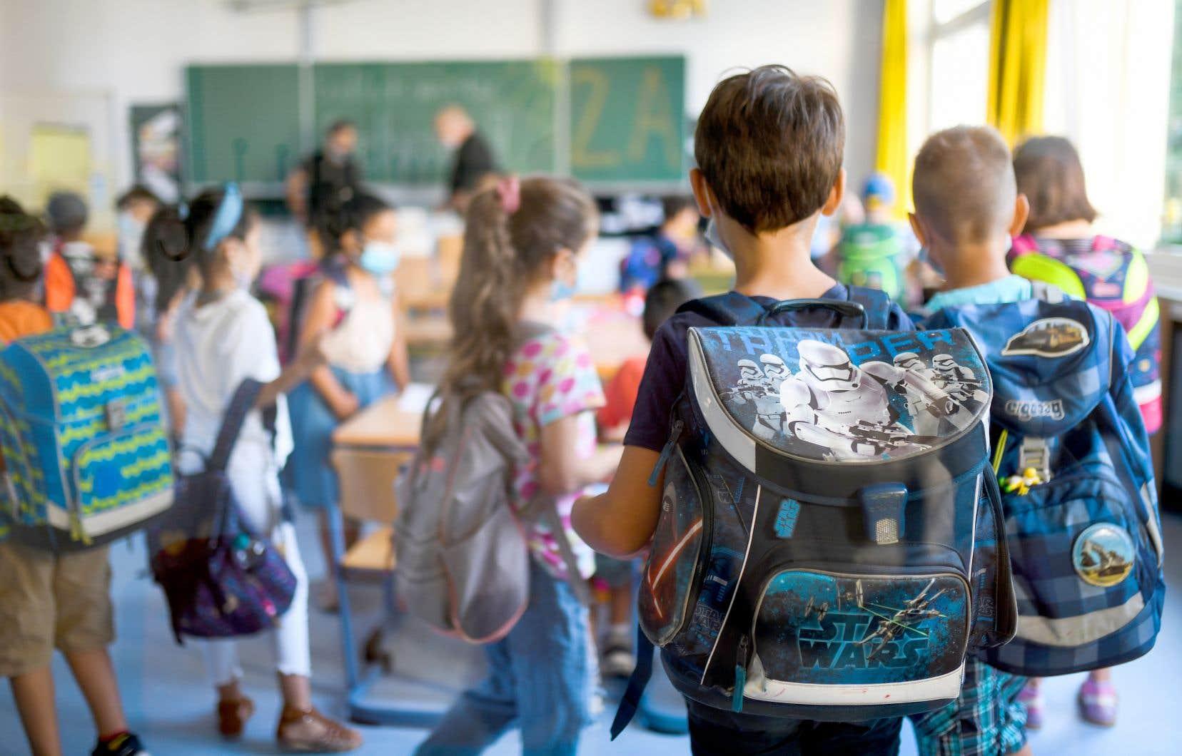 À la veille du congé des Fêtes, 40 % des écoles primaires et secondaires du Québec comptaient au moins un cas actif de COVID-19 parmi leurs élèves ou leur personnel.