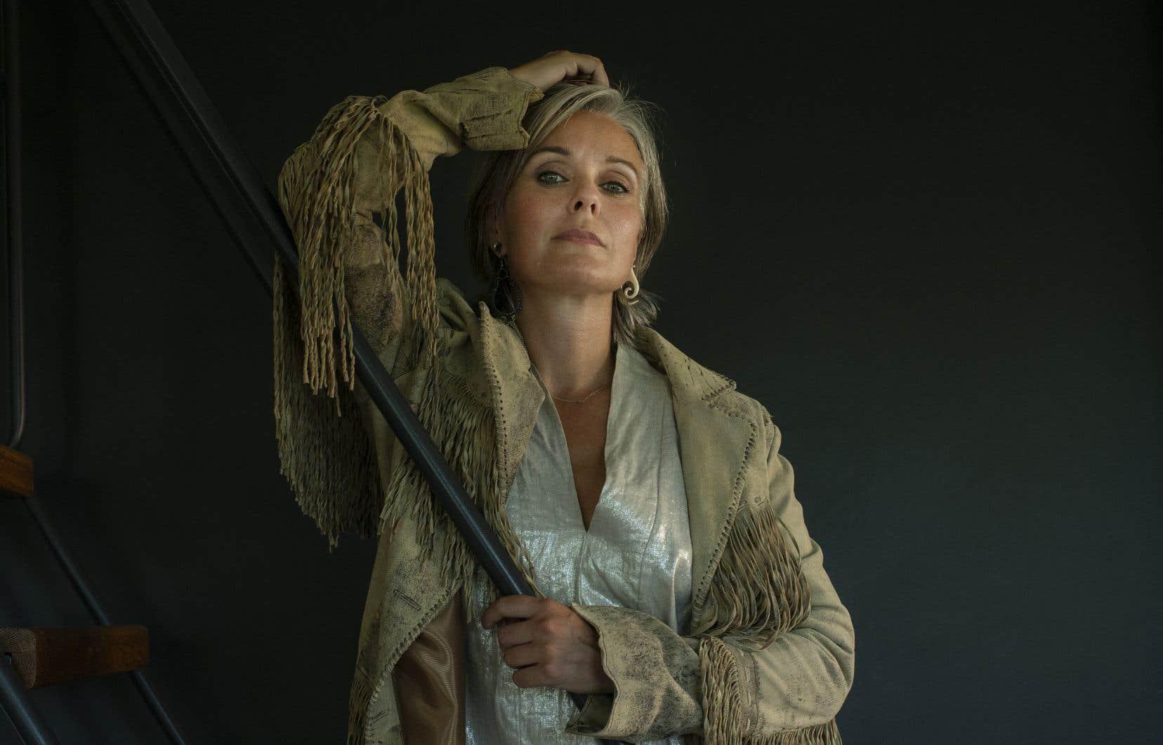 Michelle Latimer revendiquait dans sa notice biographique un «héritage algonquin, métis et français», de la Première Nation anichinabée de Kitigan Zibi, près de Maniwaki, mais une enquête du réseau anglais de Radio-Canada a remis en question cette prétention.