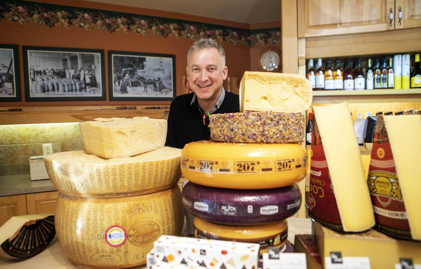 Le marchand fromager Yannick Achim a établi sa boutique principale à Saint-Jérôme, et il dispose de quatre autres comptoirs.