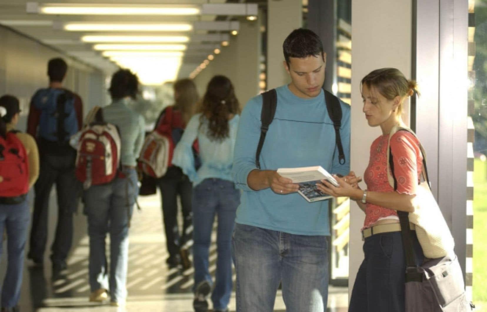 Vouloir régler le problème du sous-financement des universités en répercutant la facture aux étudiants par une hausse des droits de scolarité est une solution de facilité qui ne s'attaque pas aux vrais problèmes. <br />