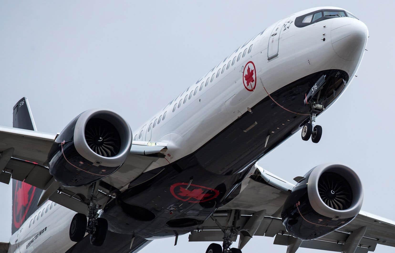 Le 737 Max de Boeing a été cloué au sol partout dans le monde après deux écrasements mortels, l'un ayant tué 18 Canadiens en Éthiopie.