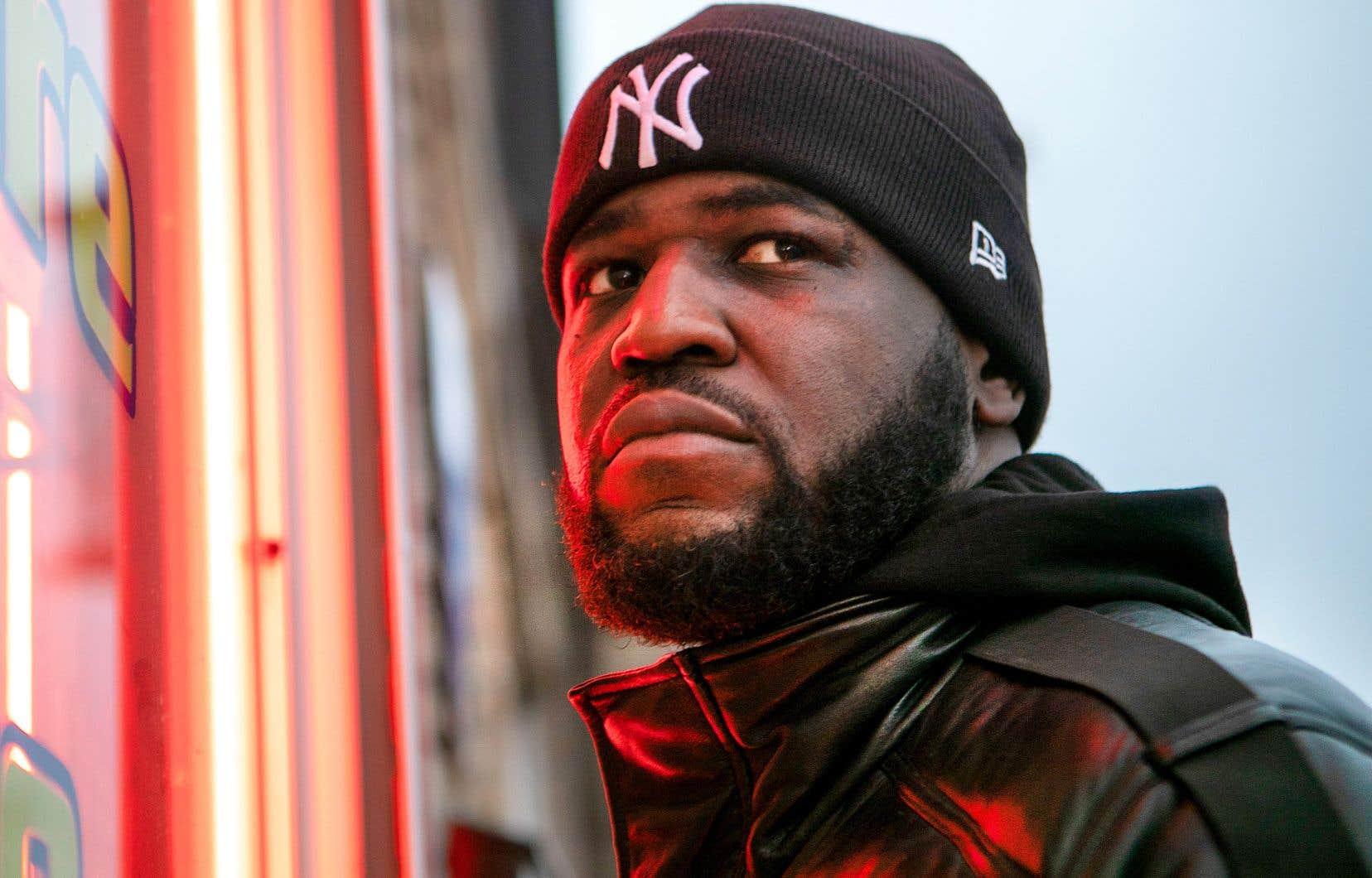 Sur «Normal de l'Est», Connaisseur Ticaso modernise le bon vieux son brut du rap québécois des années 2000.