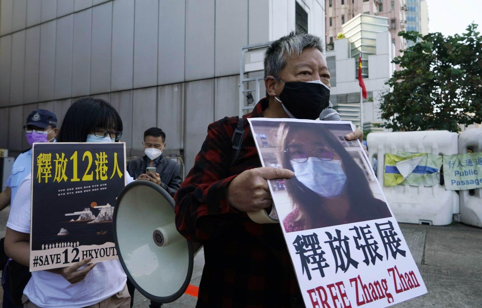 À Hong Kong, des activistes prodémocratie ont manifesté lundi pour réclamer la libération de la journaliste citoyenne.