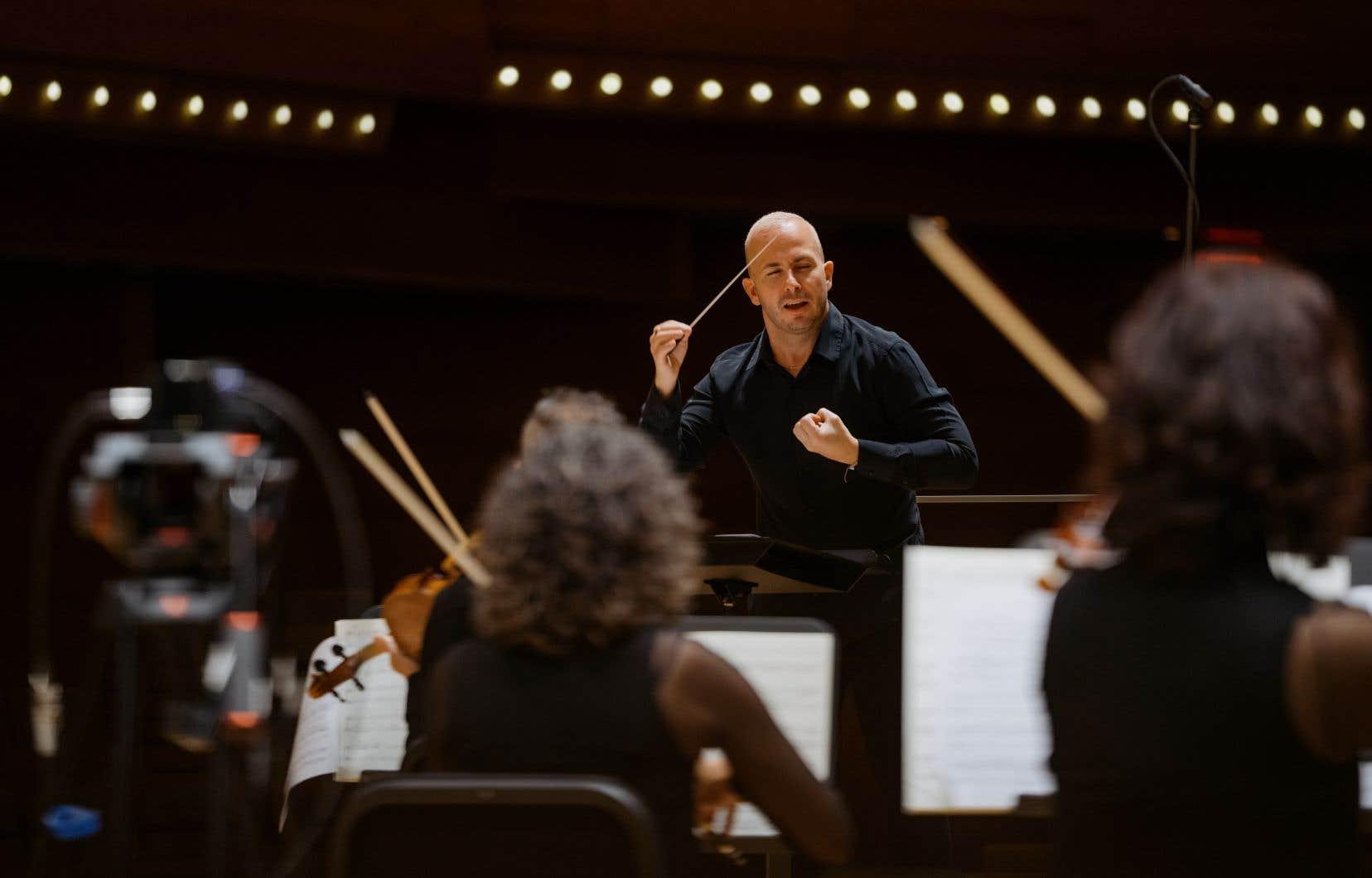 Le chef Yannick Nézet-Séguin dirigeant l'Orchestre Métropolitain dans le Requiem de Fauré, webdiffusé en novembre dernier.