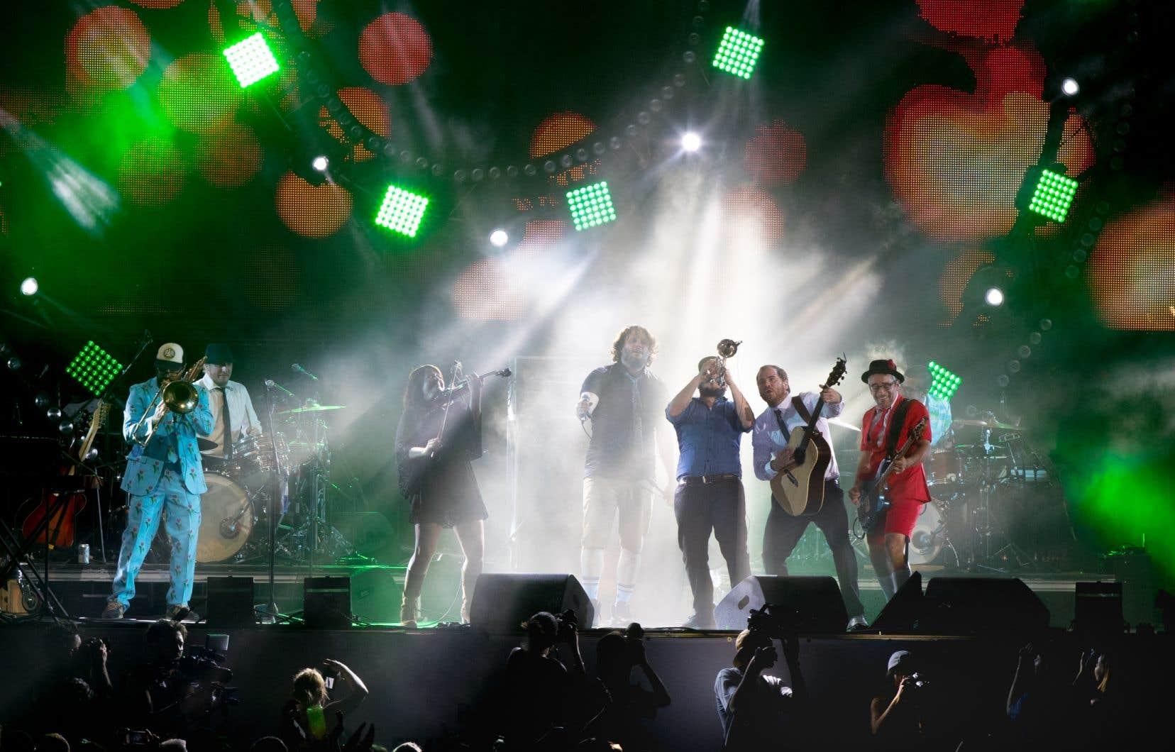 Pour Melissa Maya Falkenberg, ce sont les interventions comiques ou émouvantes captées sur un album «live» qui la ramènent à ce moment d'humanité partagé. Elle évoque l'intro d'«Attache ta tuque!»des Cowboys Fringants (ici en spectacle aux Francos en 2017).