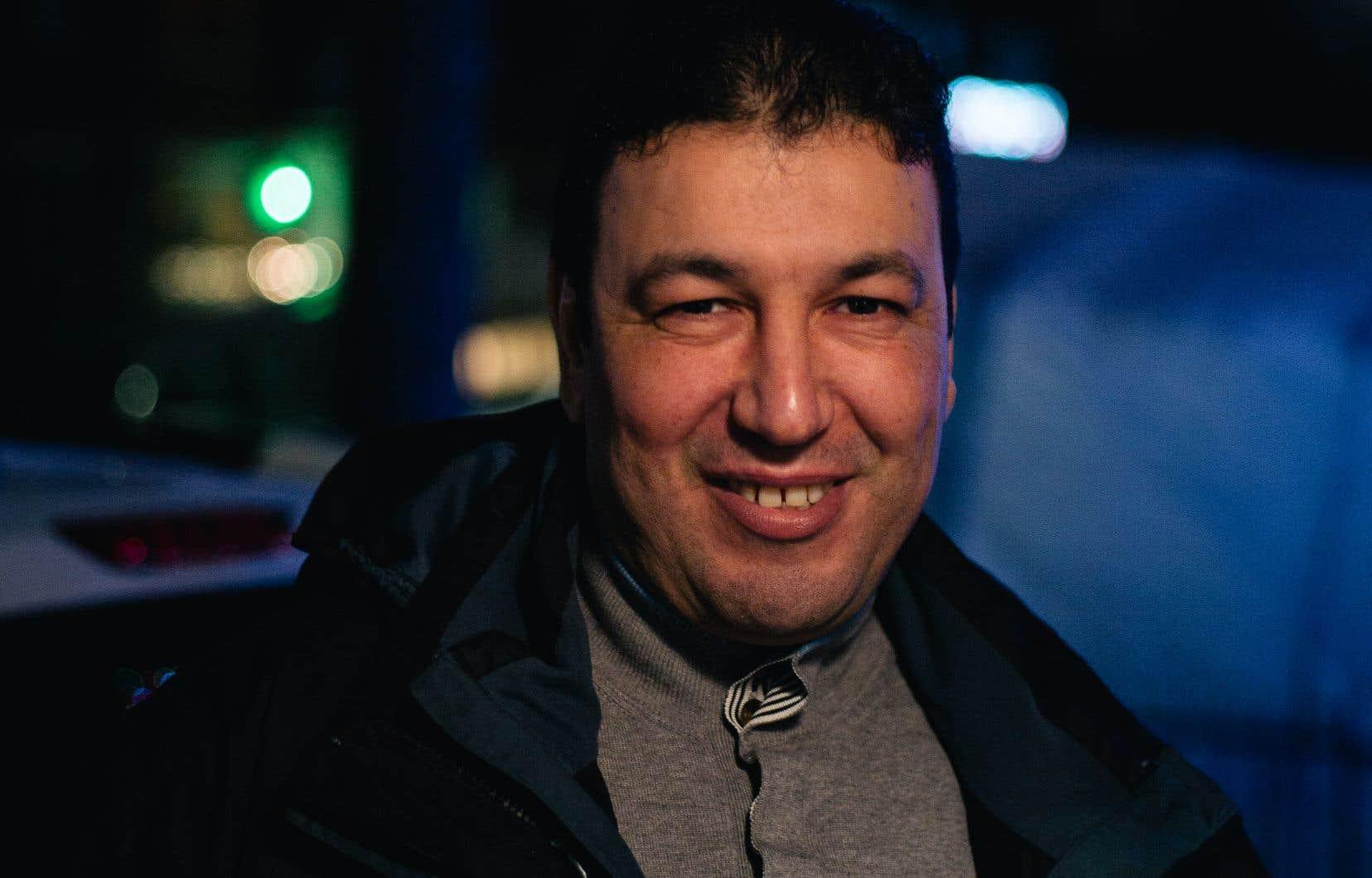 Djamel Hallel, camionneur depuis 23 ans, a passé des jours sur les routes du Canada, durant le premier mois de la pandémie, pour fournir en aliments les épiceries de la province.