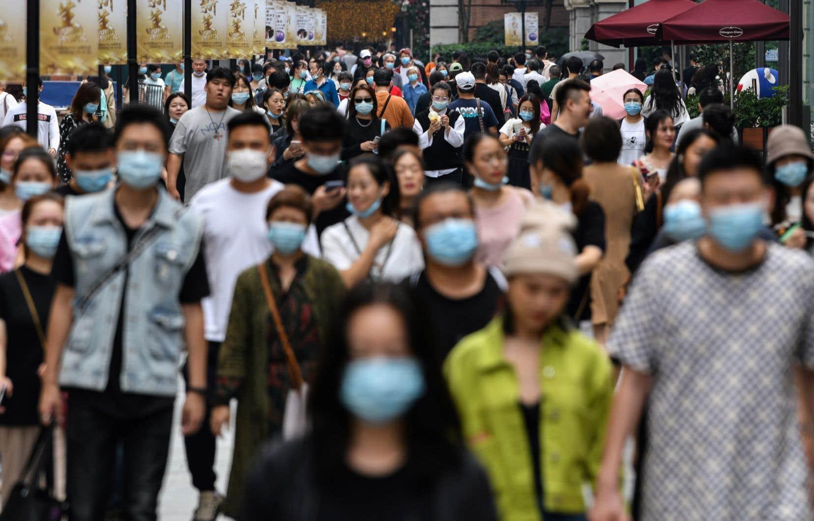 La ville de Wuhan, berceau de la pandémie, est de très loin la ville la plus touchée de Chine par le virus, qui a fait 4634 morts dans tout le pays selon le bilan officiel.
