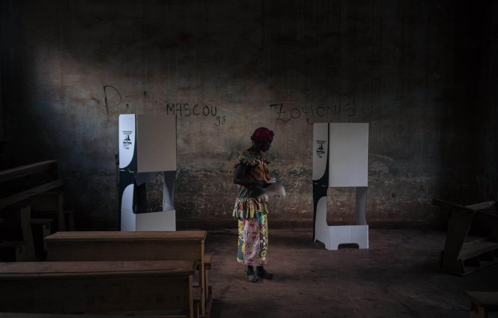 Dans un pays occupé aux deux tiers par des groupes armés, des milliers de personnes ont été empêchées de voter.