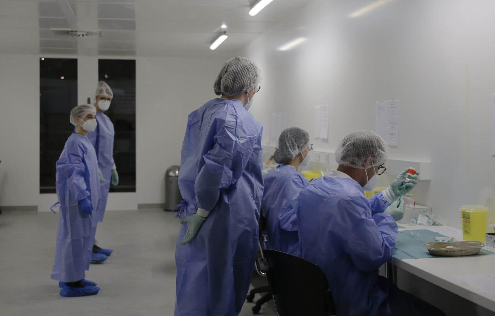 Le ministre allemand de la Santé, Jens Spahn, s'est félicité du succès de la campagne de vaccination, précisant que 60000 Allemands avaient déjà été vaccinés.
