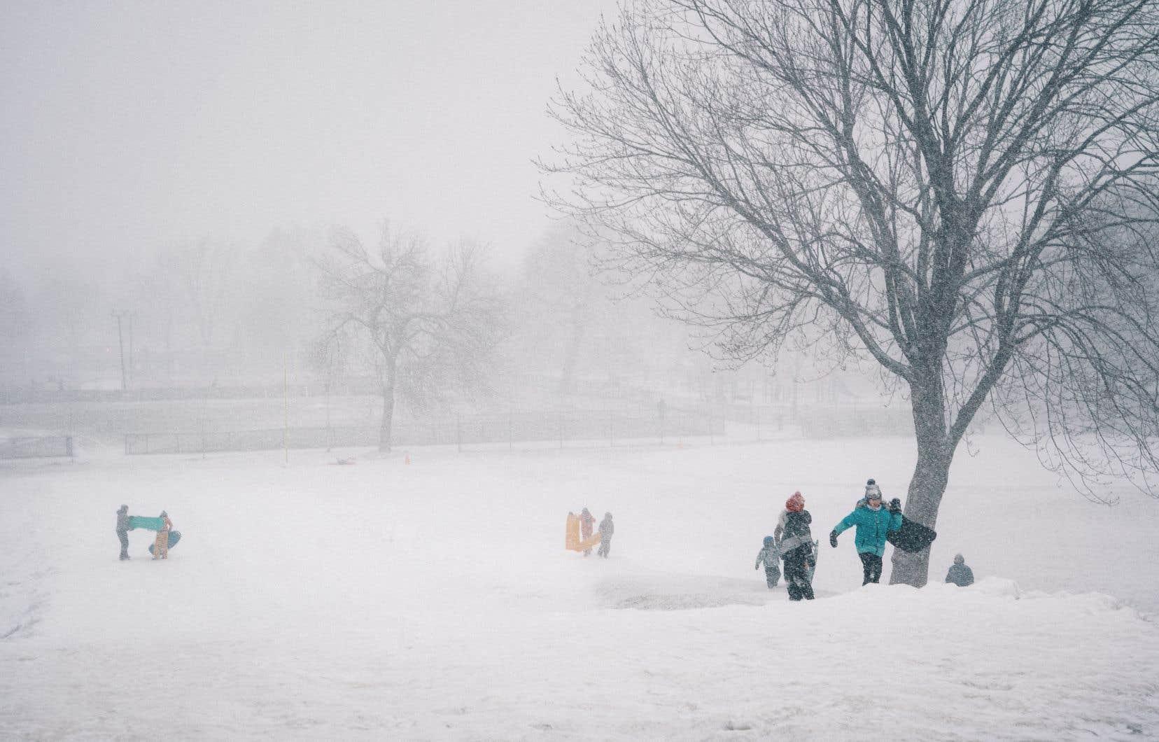 Environnement Canada prévoyait mercredi une accumulation de neige de cinq centimètres, mais avec un risque de pluie verglaçante pendant la nuit et une hausse de la température.