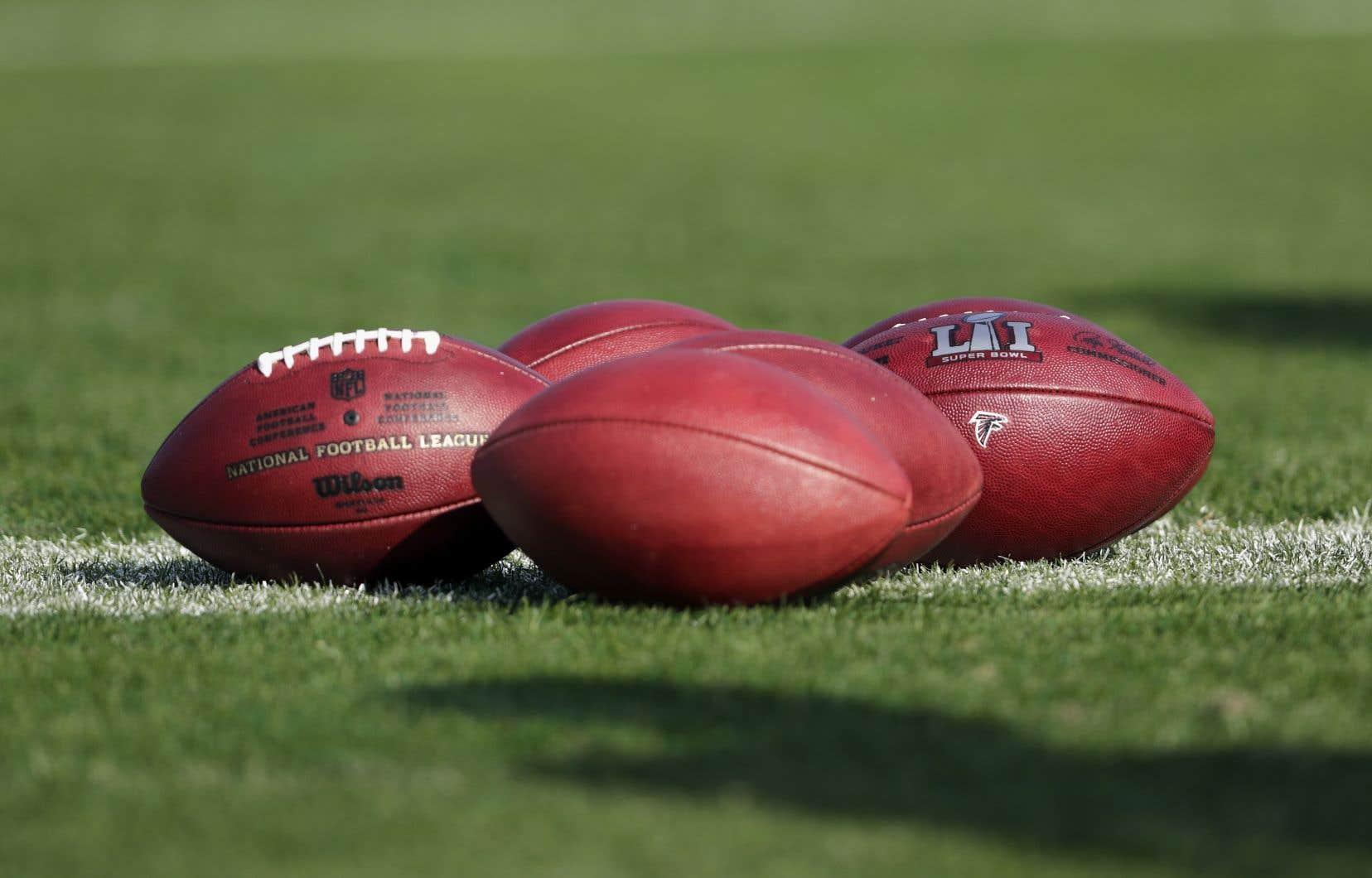 La NFL a disputé les 240 matchs programmés jusqu'à la semaine 16 incluse. Plusieurs ont toutefois été présentés plus tard que prévu, en raison de problèmes liés à la COVID-19.