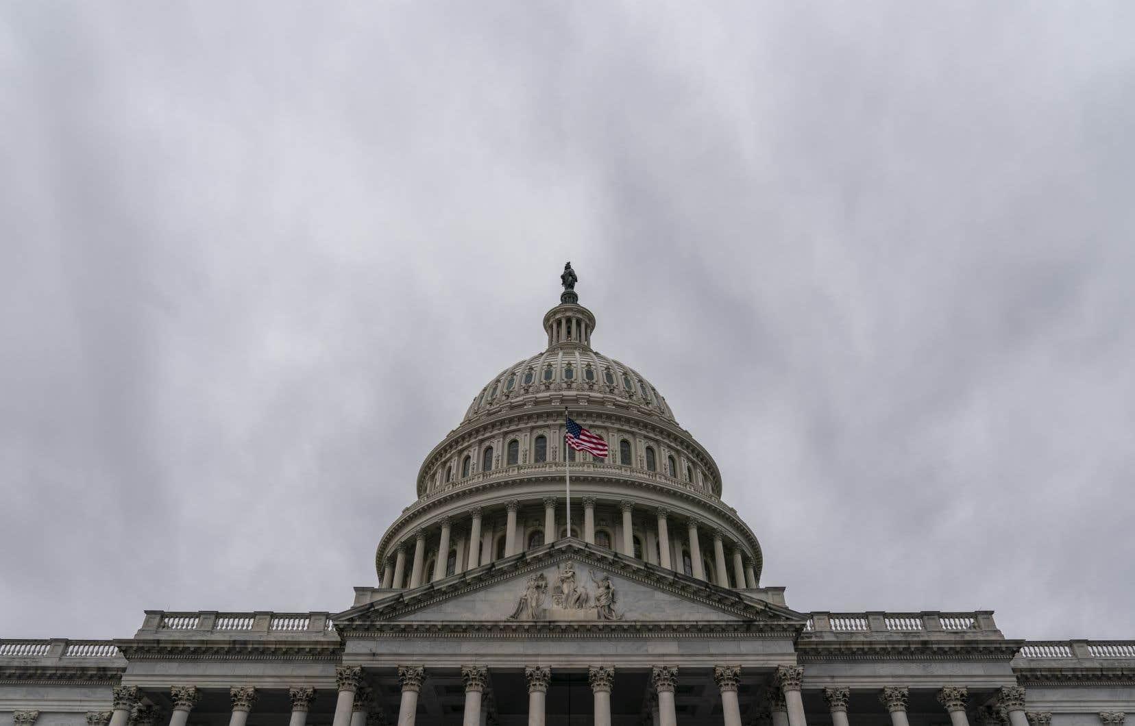 <p>Jusqu'ici, le Congrès n'avait jamais réussi à atteindre la majorité des deux tiers nécessaire pour outrepasser le veto de Trump, qu'il a utilisé à neuf reprises durant son mandat de quatre ans.</p>