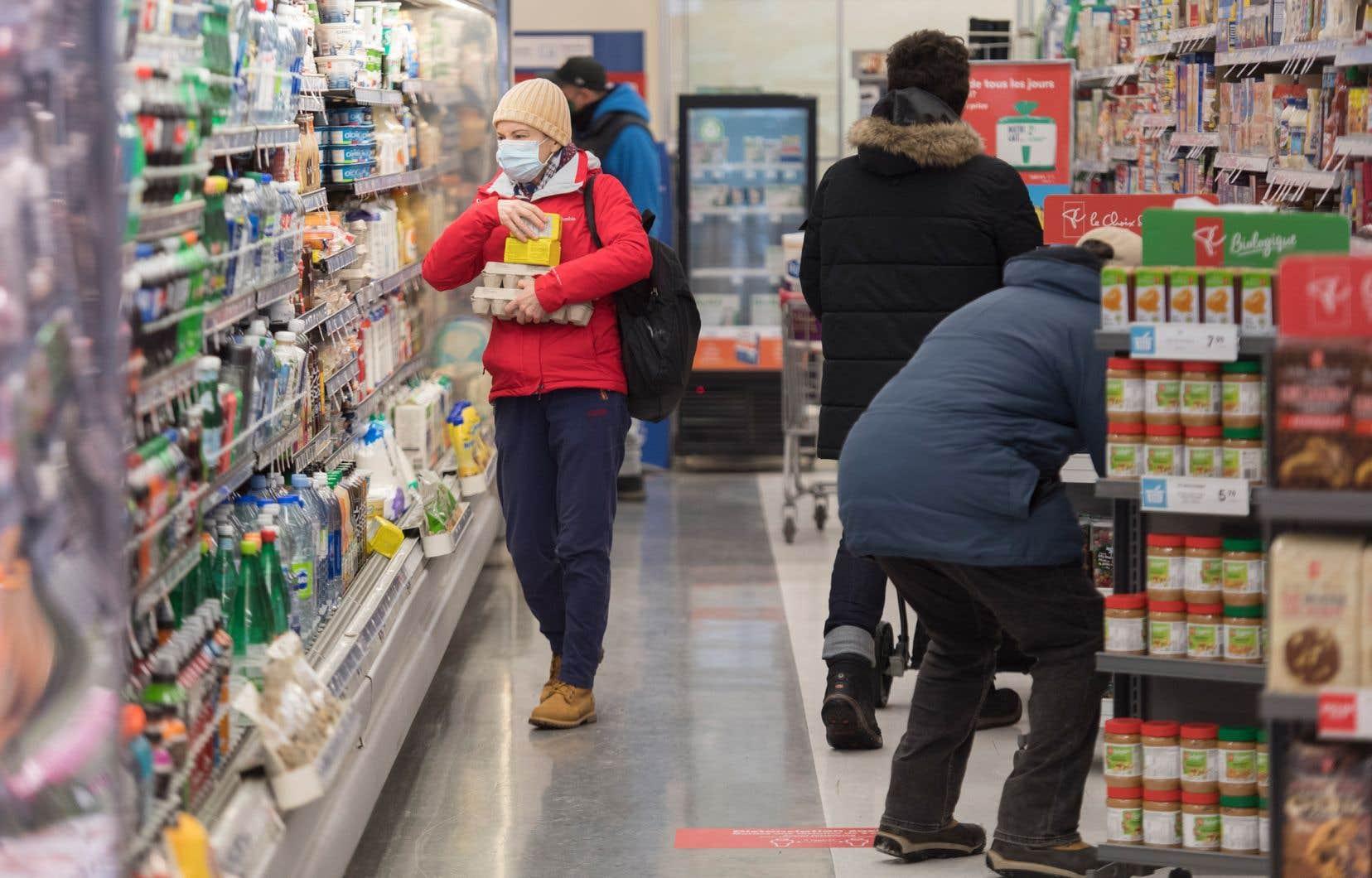 Avant la pandémie, environ 1 ménage sur 10 au Québec et au Canada souffrait déjà d'insécurité alimentaire. Selon Statistique Canada, cette proportion a bondi de 39% avec la pandémie et atteignait près d'un ménage sur sept (14,6%) en mai 2020.