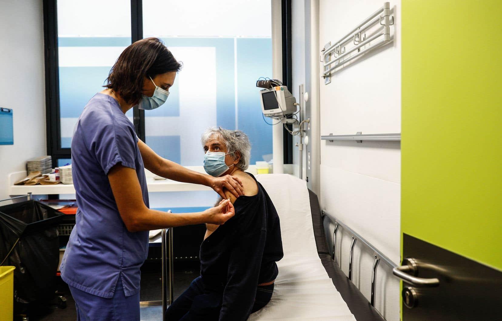 Au 1er janvier, seules 516 personnes avaient été vaccinées en France, selon le ministère de la Santé.