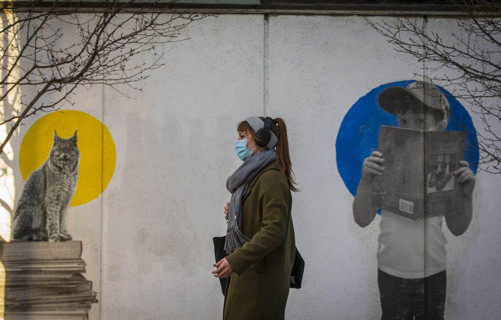 «Si les écoles étaient au cœur de la pandémie, les cas auraient chuté de manière importante durant le temps des Fêtes», estiment ces médecins.